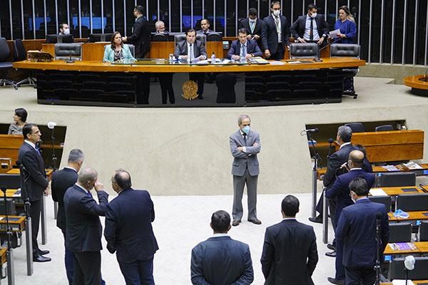Rodrigo Maia coordena a votação do pedido de reconhecimento do decreto presidencial de calamidade pública
