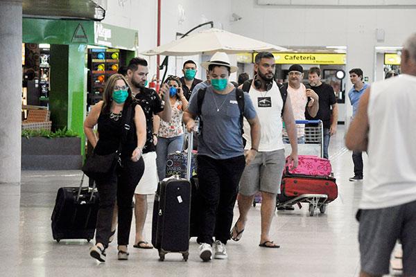 Ontem, passageiros de voo doméstico afirmaram que não houve alertas no avião