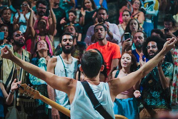 Da praça para as redes, o cantor Rodrigo Lacaz fará lives nas redes sociais. E na próxima terça-feira, o show será transmitido pela Tribuna do Norte, às 16h
