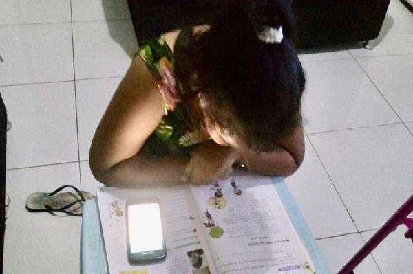 Alunos da Escola Estadual seguem aprendendo em casa, através de grupos no Whatsapp
