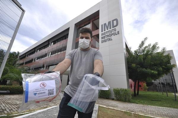 Void3D começou a produzir máscaras protetoras para distribuir gratuitamente entre profissionais de saúde