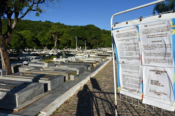 Novas regras da Semsur estão afixadas na entrada do cemitério público de Nova Descoberta e abrange todos do Município