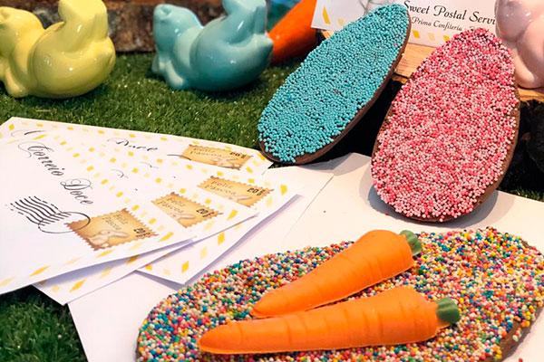 """Na Prima doces, a ideia é enviar um """"correio doce"""", cuja embalagem em forma de envelope traz um ovo achatado de chocolate."""