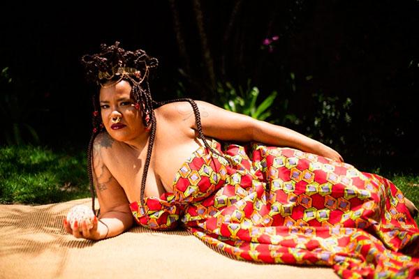 Cantora Clara Pinheiro se prepara para lançar seu quinto álbum