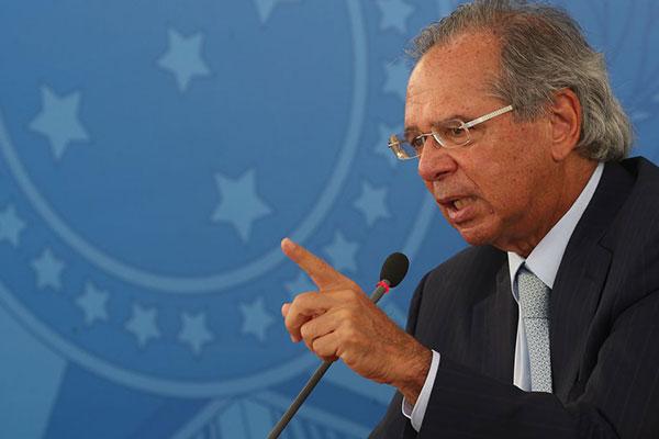 Paulo Guedes tenta convencer o presidente aceitar o envio da proposta com compensações