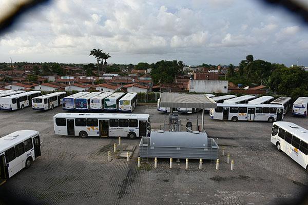Pátio da Trampolim da Vitória estava lotado de ônibus ontem