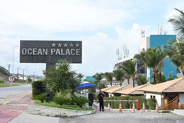 A Via Costeira se transformou numa rodovia semi-morta sem a movimentação cotidiana de turistas e trabalhadores do setor hoteleiro