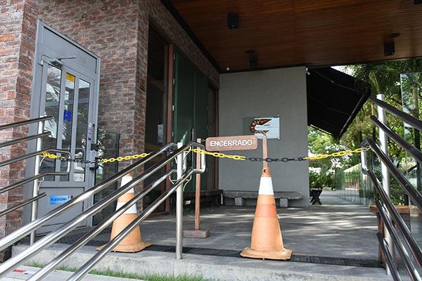 Tradicionais restaurantes de Natal estão fechados desde o mês passado por causa do coronavírus