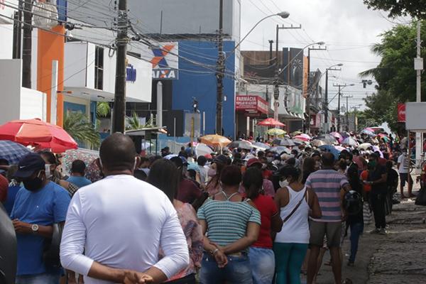 Agencias da Caixa Economia Federal no Alecrim atraiu milhares de pessoas se aglomeraram em fila