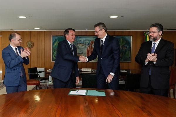 Presidente Jair Bolsonaro empossa, no Palácio do Planalto, o novo diretor-geral da Polícia Federal