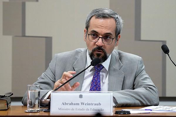 Abraham Weintraub informou que estimativa inicial é de R$ 18 bilhões para despesas não obrigatórias