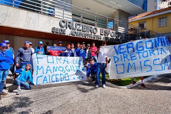 Desde o ano passado que os torcedores protestam contra resultados e má gestão no Cruzeiro