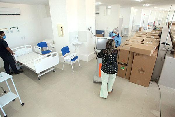 Prefeitura do Natal recebeu 40 respiradores e camas elétricas do Governo Federal para montar leitos de UTI no Hospital de Campanha
