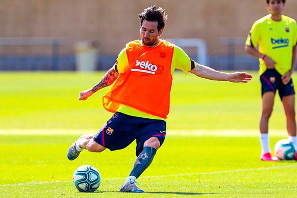Craque Lionel Messi revelou que está trabalhando diariamente
