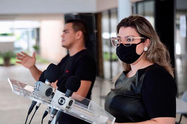 Alessandra Lucchesi chamou atenção para a necessidade dos jovens se prevenirem para não transmitirem a doença aos idosos