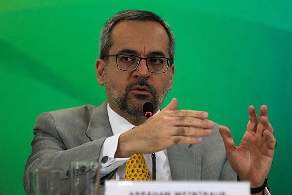 Abraham Weintraub foi convocado para explicar declarações durante a reunião ministerial