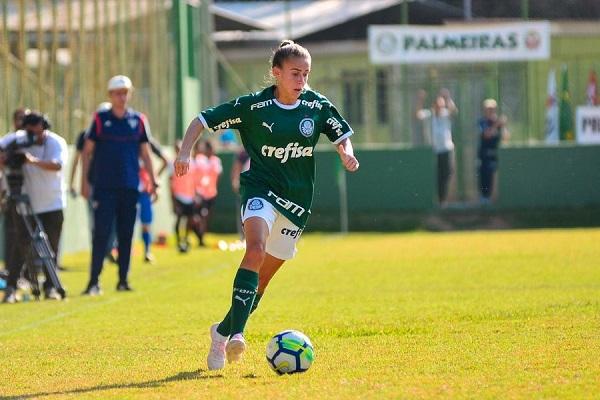 A lateral-direita Isabella, jogadora do Palmeiras afirma que o melhor a fazer, nesse momento, é se cuidar
