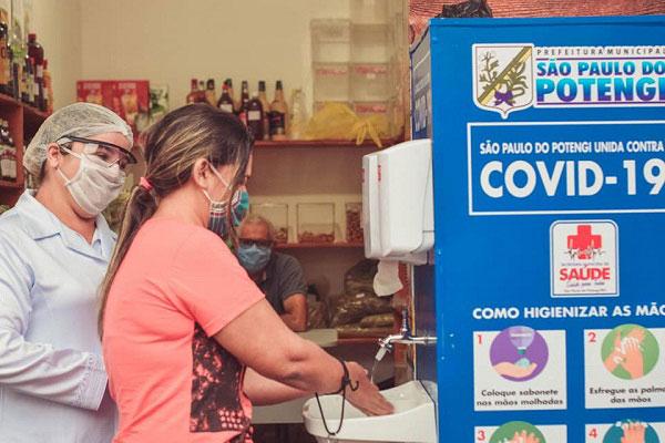População é orientada a permanecer em casa durante pandemia do novo coronavírus na cidade