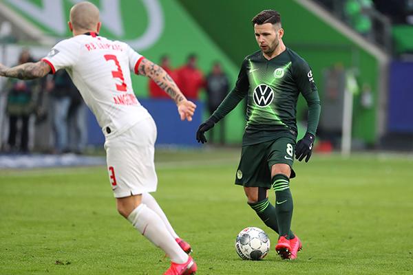 O Campeonato Alemão tem mais jogos hoje. O Werder Bremen entra em campo às 8h30, em casa, contra o Wolfsburg (foto) 6º lugar