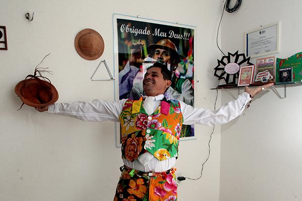 Zé Pindoba, como é conhecido no meio junino, organiza o Arraiá do Brilho Matuto. Com as proibições de festas, no início de maio, criou o programa online Pinga com Pindoba e transmite toda quarta-feira