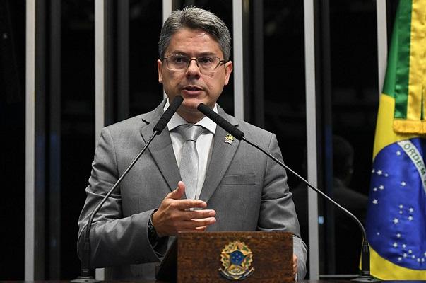 Senador Alessandro Vieira (Cidadania) defende criação de legislação que visa regular a manifestação da expressão na internet