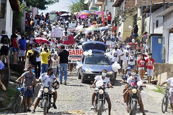 Vizinhos de Giovanne Gabriel fizeram protesto no Bairro Guarapes cobrando investigação e justiça