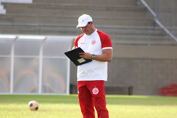 O técnico Roberto Fernandes já teria todo planejamento pronto