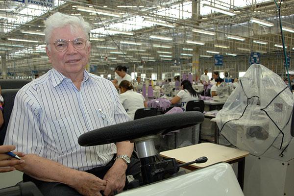 Nevaldo Rocha esteve sempre próximo aos funcionários durante sua trajetória empresarial