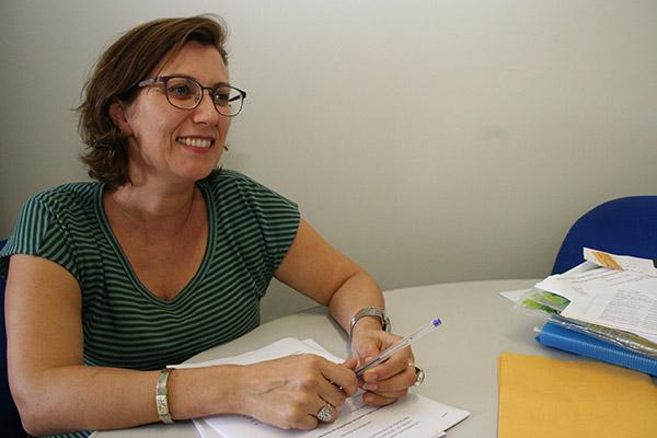 A professora Julie Cavignac fará a mediação do debate online, hoje