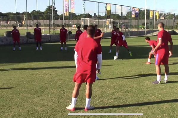 Após um longo período de inatividade os atletas tocam na bola