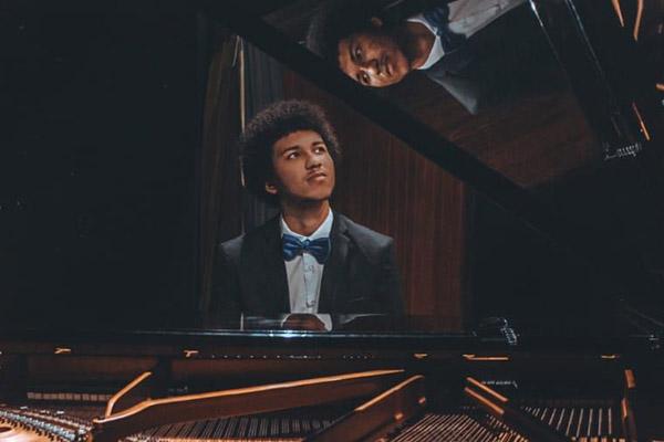 O musicista potiguar Tiago Ferreira venceu o prêmio de Jovem Solista organizado pela Orquestra Sinfônica do Rio Grande do Norte