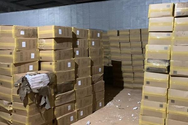 900 caixas de cigarros contrabandeados foram apreendidas na ação conjunta entre a PM e PF