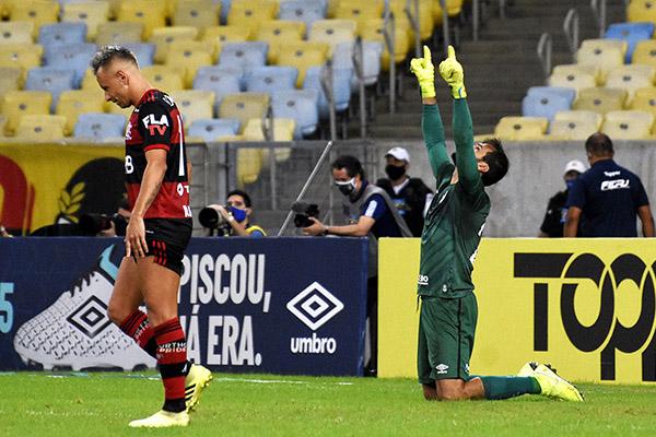 O goleiro Muriel acabou sendo o grande destaque da conquista, defendendo duas penalidades