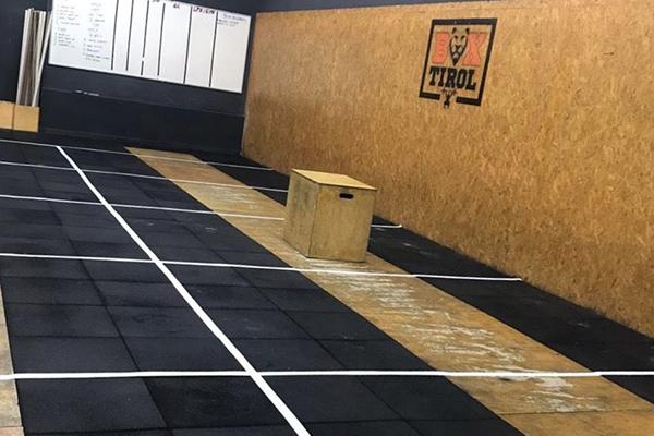 Na Box Tirol, centro de treinamento de alta intensidade, áreas estão sendo demarcadas com 6m²