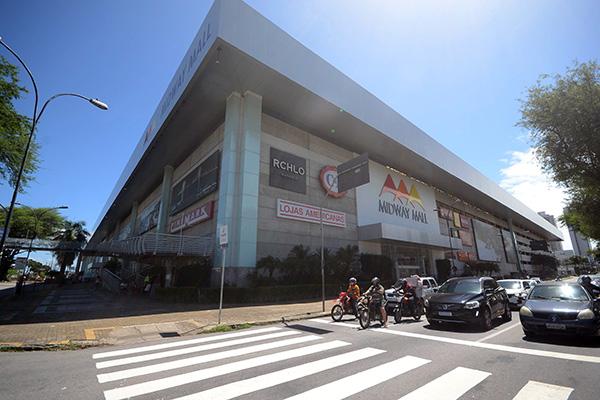 Shoppings com ar-condicionado, como o Midway Mall, devem reabrir no próximo dia 28