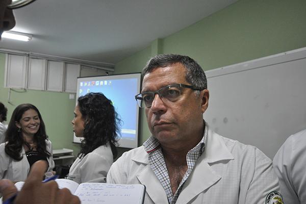Diretor do Departamento de Infectologia da UFRN, Kleber Luz chama atenção para uso de remédios