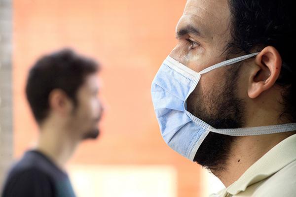 Entre as principais recomendações dadas ao cidadão pelas autoridades está o uso de máscara ao sair de casa. Outras orientações são: circular apenas em caso de necessidade e evitar aglomerações
