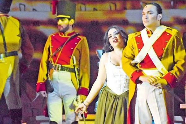 Ópera com Diana Peralta e Juan Pomares. Música lírica encanta