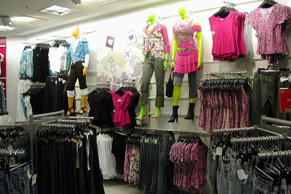 Os presentes mais procurados por quem vai presentear os pais serão as roupas, seguido de perfumes/cosméticos e pelos calçados