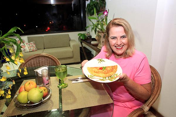 Idaísa Mota, procuradora do Estado aposentada e porta-voz do grupo Reviver, conseguiu manter a reeducação alimentar que começou antes da pandemia