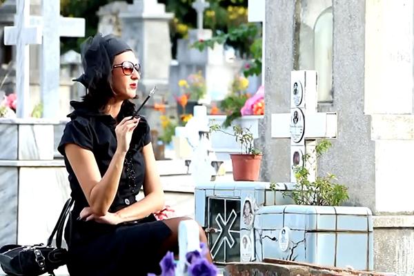 Filme conta a história de uma mulher, interpretada por Camila Natasha, sem identidade que perambula à procura de si mesma