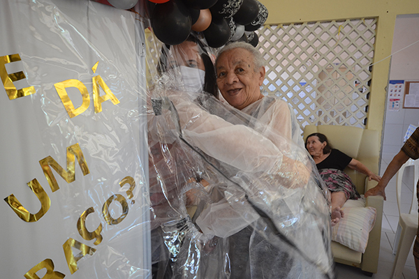 A ação foi realizada no Lar da Vovozinha e no Espaço Solidário