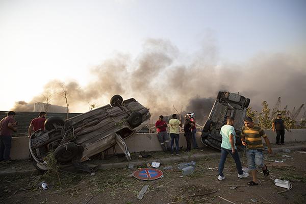 Explosões deixaram centenas de feridos e danificaram carros e edifícios