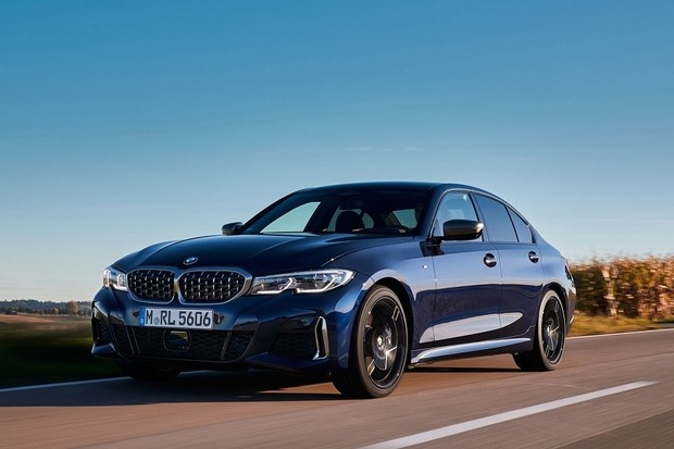 O automóvel BMW M340i xDrive comercializado no Brasil, é referência em dirigibilidade, tecnologia e conectividade.