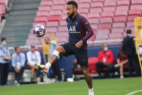 Neymar é o grande destaque da equipe do Paris Saint Germain