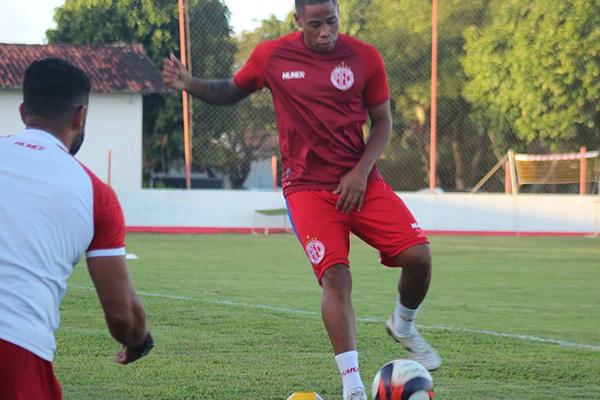 Após terminar a temporada em alta na equipe, Éverton Silva deseja um ano de 2021 ainda melhor