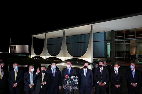 Paulo Guedes, Rogério Marinho, Alcolumbre, Bolsonaro e Rodrigo Maia, após reunião no Planalto