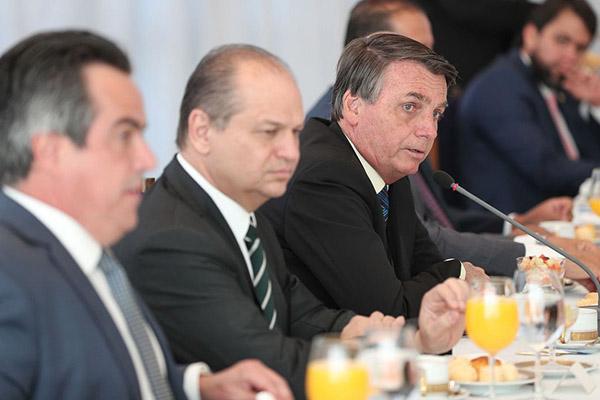 Jair Bolsonaro anunciou prorrogação após café da manhã a líderes do Congresso Nacional