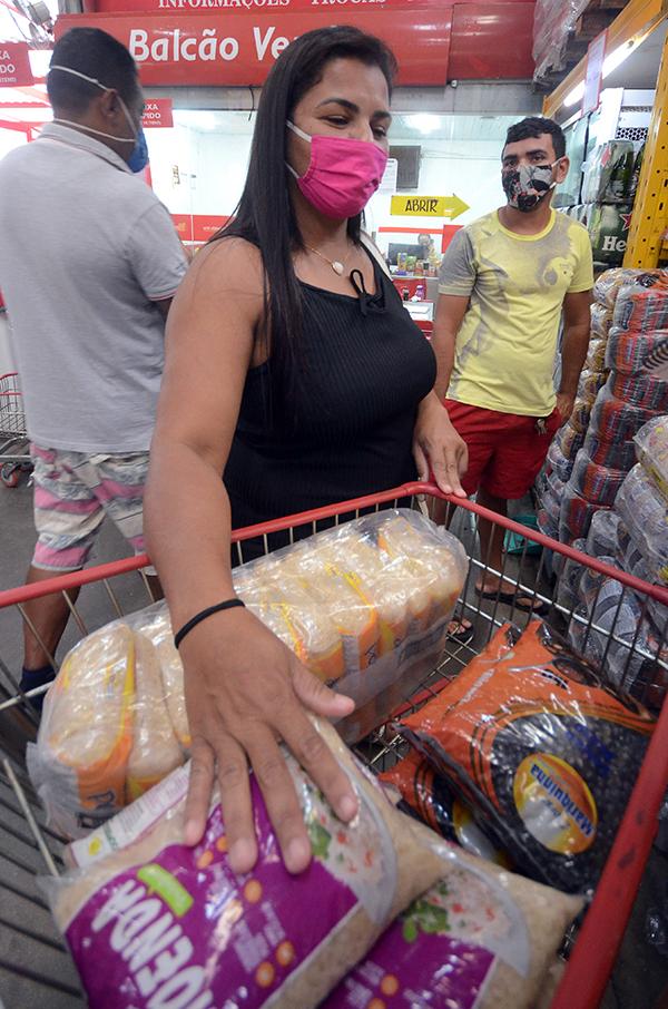 Milena Fernandes reclama que preço dobrou do dia para a noite