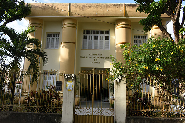 Academia Norte-rio-grandense de Letras (ANL) é uma das mais respeitadas instituições do Estado e reúne grandes nomes da intelectualidade local. Armando Roberto Holanda Leite é o mais novo membro